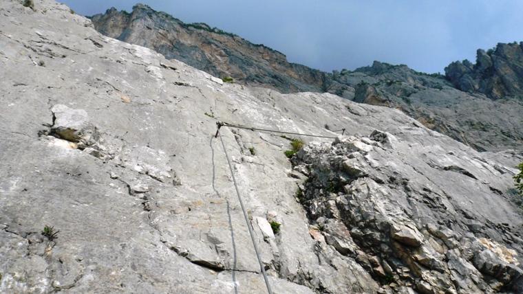 Klettersteig Che Guevara : Weibliche bergsteiger auf die via ferrata che guevara monte